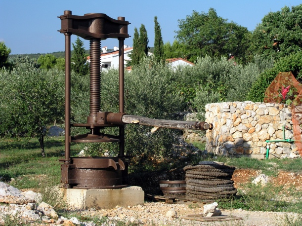 Traditional olive oil press using mats and lever